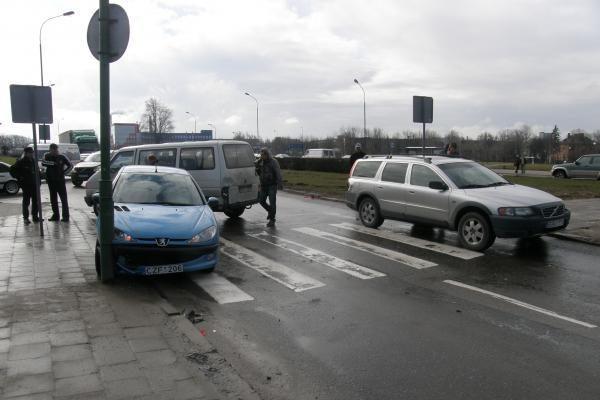 Mokyklos gatvėje sudaužytos trys mašinos