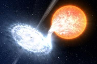 """Astronomai pirmą kartą išvydo aiškų juodosios skylės """"karūnos"""" vaizdą"""