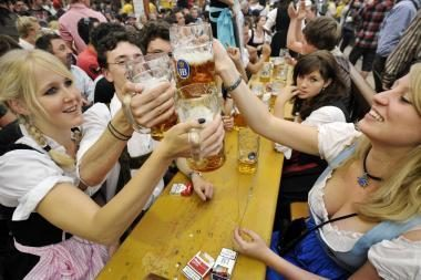 Miunchene prasidėjo alaus šventė (foto)