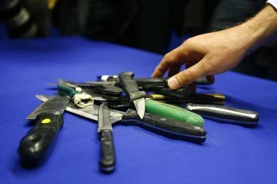 Londone suimti šimtai ginkluotų asmenų