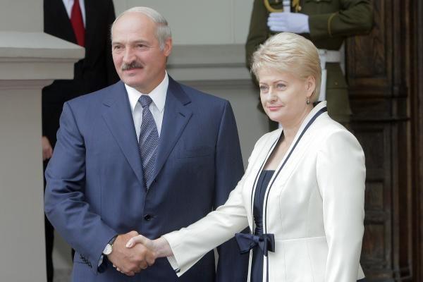 D.Grybauskaitę baltarusiai sutiko su gėlėmis (papildyta)