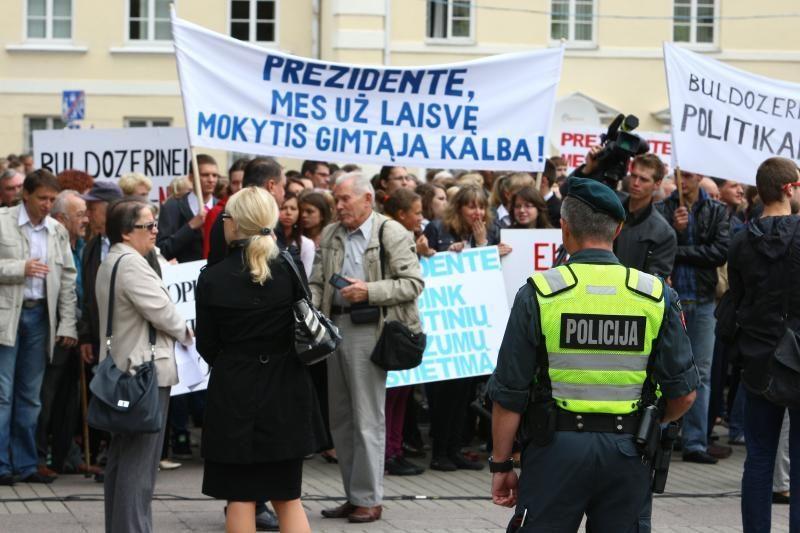 Lenkų atstovai mitingo atšaukti neketina
