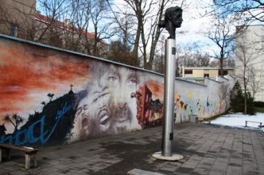 Vilniuje stovinti F.Zappos skulptūros kopija išdygs JAV