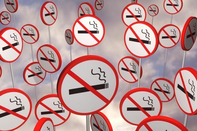 Palangoje įvestos nerūkymo zonos, bet apie tai skelbiančių ženklų nėra