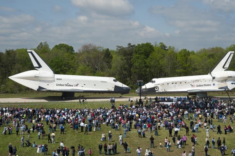 """JAV muziejus džiugiai priima erdvėlaivį """"Discovery"""""""