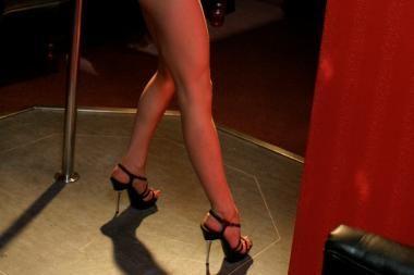 Vietoj striptizo - apsaugininkų smūgiai