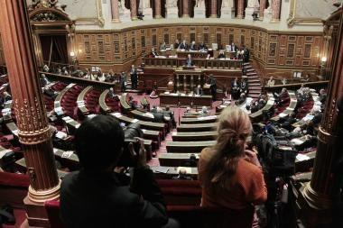 Prancūzijos Senatas priėmė pensijų reformos įstatymą, nepaisydamas streikų