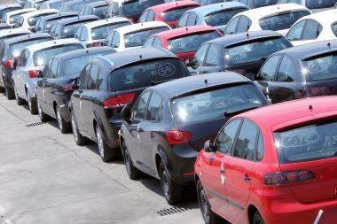 Automobilių importas į Rusiją sumenko daugiau nei perpus