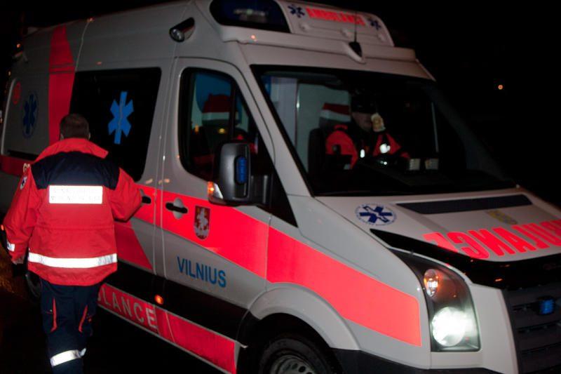 Vilniuje rastas negyvas, kaip įtariama iš 12-to aukšto iššokęs, vyras