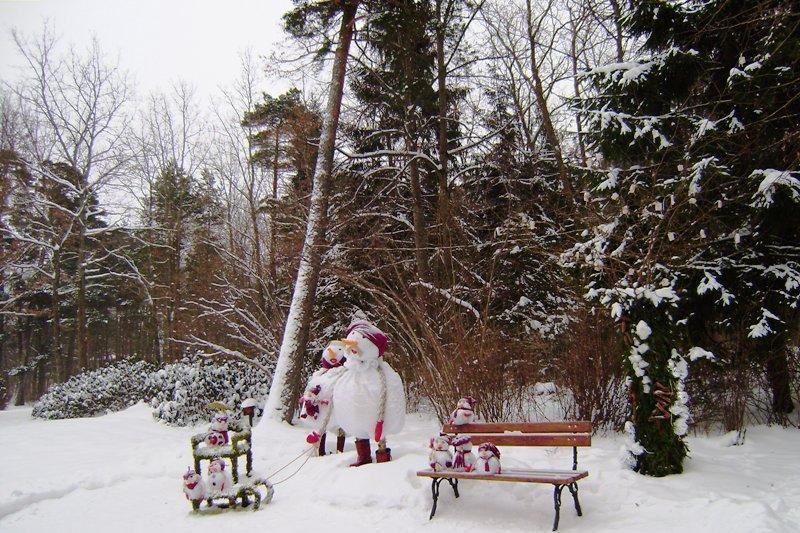 Palangos Birutės parkas pasidabino žaismingomis kompozicijomis