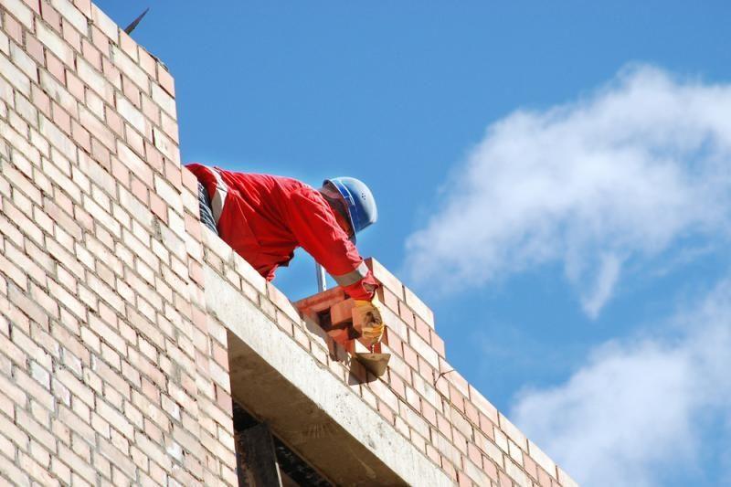 Sostinėje iš didelio aukščio nukrito du statybų darbininkai
