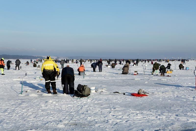 Ant ledo tykantys pavojai žvejų neatbaido