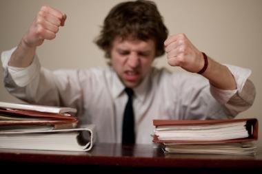 Darbuotojai vis dažniau patiria psichologinę šefo prievartą