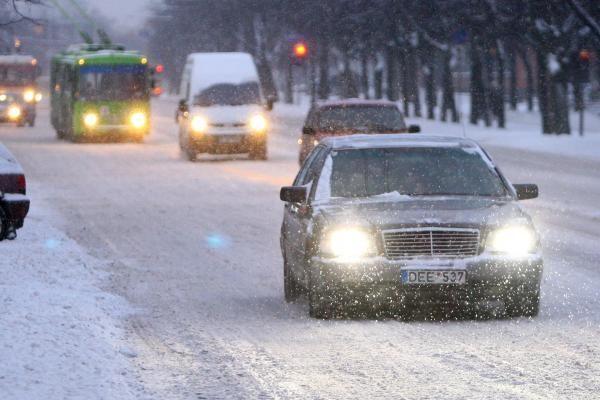 Siūloma įvesti mokymus eismo taisykles pažeidusiems pradedantiems vairuotojams