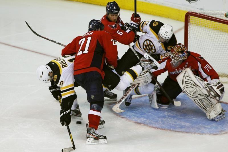 """Čempionų titulą ginantys """"Bruins"""" serijoje išsiveržė į priekį"""