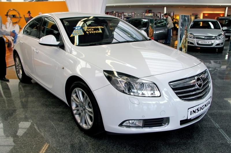 """""""Opel Insignia"""" bus varoma ir suskystintomis dujomis"""