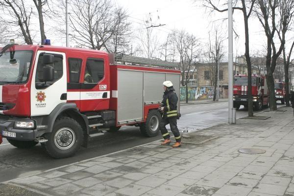 Ugniagesiams leista mokėti didesnius atlyginimus už faktiškai dirbtą laiką