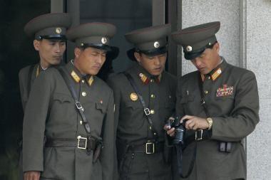 Šiaurės Korėja nutraukia visus ryšius su pietine kaimyne