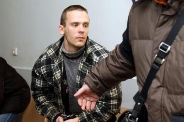 Įkaite merginą paėmusį ginkluotą kariškį leista suimti (papildyta)