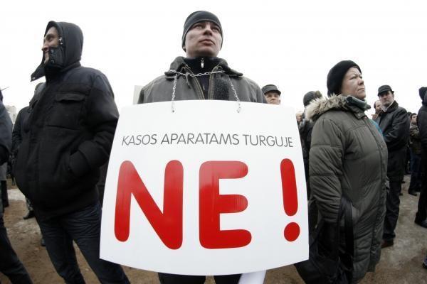 Seimas nepritarė siūlymui atšaukti kasos aparatų įvedimą turguose