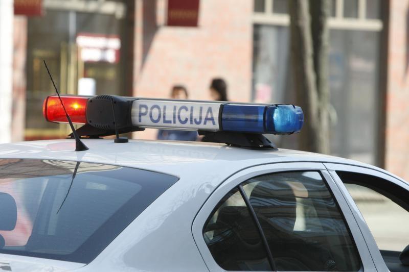 Nosį policininkui sulaužęs vyriškis tvirtina pats buvęs sumuštas pareigūnų