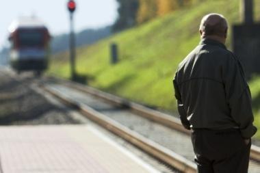 Vyras žuvo po traukiniu
