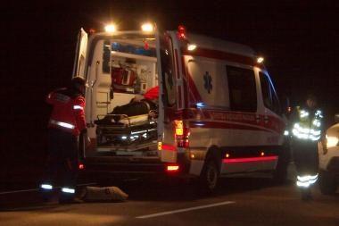 Šešias valandas iš apvirtusio sunkvežimio vaduotas vairuotojas mirė