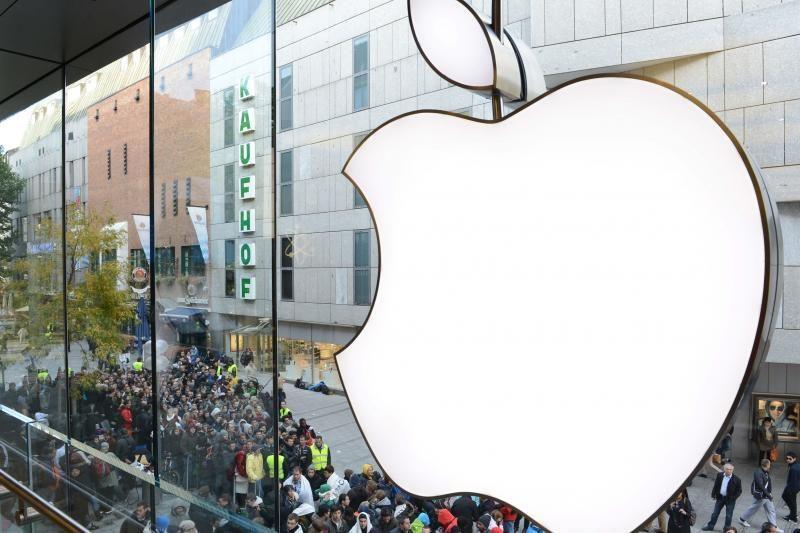 """Kompanija """"Apple"""" ėmė kaupti anglies pluošto atsargas"""