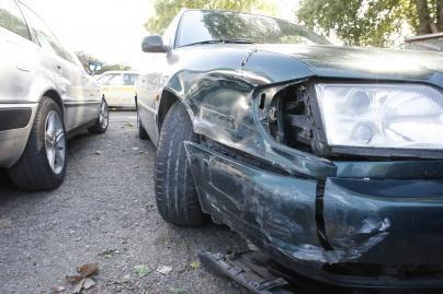 Vairuotojai sukčiai atakuoja draudikus