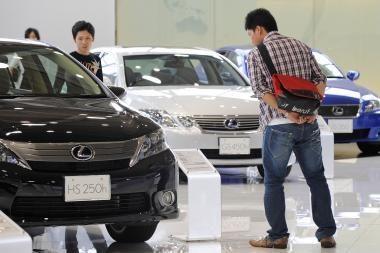 """""""Toyota"""" praneša apie variklio problemas"""