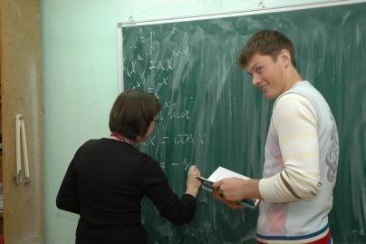 Mokytojų trūkumą kompensuos abejotinais sprendimais