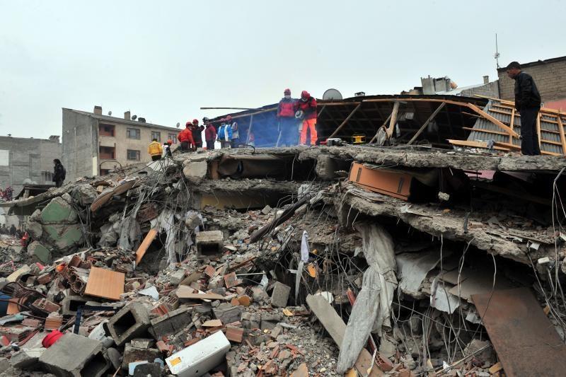 Lietuva skiria 50 tūkst. Lt nuo žemės drebėjimo nukentėjusiai Turkijai
