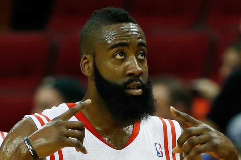 "D. Motiejūnas į aikštelę neišbėgo, ""Rockets"" suklupo Sakramente"