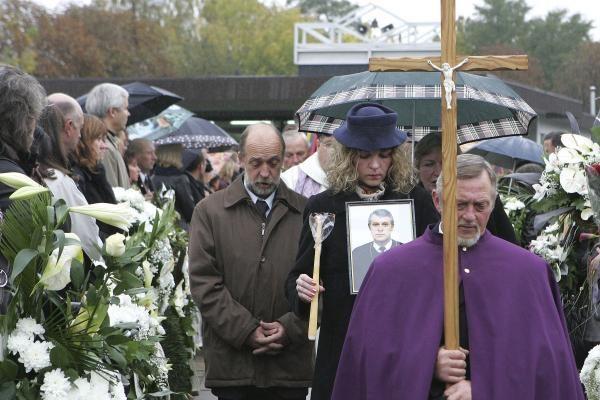 Dėl J.Furmanavičiaus kaltės vyro netekusi našlė negali jam atleisti