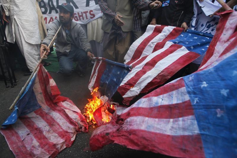 Afganistane per protestus dėl Korano deginimo sužeisti 7 JAV kariai