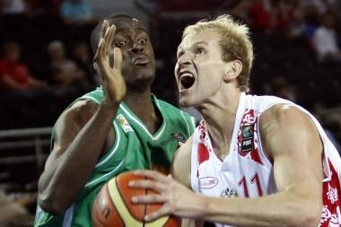 Rusai vos neprisižaidė su Dramblio Kaulo Kranto krepšininkais