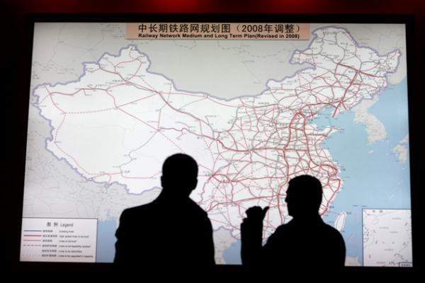 Kinijoje atidaryta ilgiausia pasaulyje greitaeigė geležinkelio linija