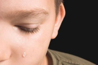 Neblaivus tėvas į grindis trenkė 9-erių sūnų