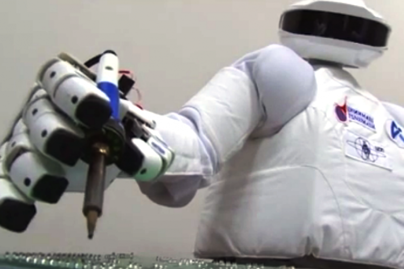 Robotas išmoko atpažinti savo atvaizdą veidrodyje
