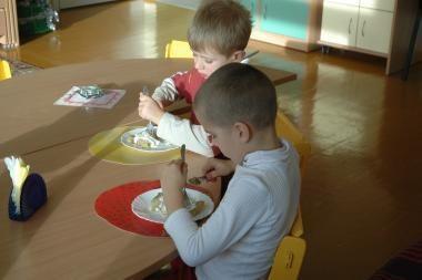 Vaikų mityba: ko nemato tėvai