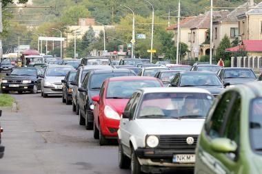 Naujų automobilių rinkos nuosmukis mažėja