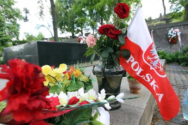 Sulaikyti penki radikalai, įtariami J. Pilsudskio kapo išniekinimu