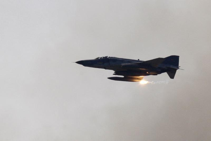 Rusija tiria vaizdo įrašą, kuriame matomas skrendantis naikintuvas