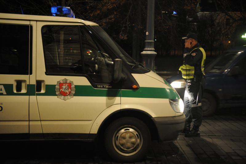 Sostinėje nuo policijos sprukęs čigonas posūkyje rėžėsi į stulpą
