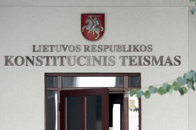 Seimo nariai Konstitucinio Teismo teisėjus skundžia VTEK (papildyta)