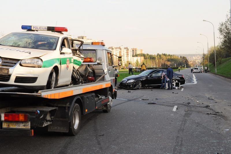 """Sulaikytas policijos automobilį su """"Mercedes"""" taranavęs vairuotojas"""