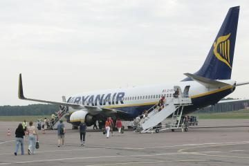 Daug keleivių atvyksta iš išvyksta iš JK