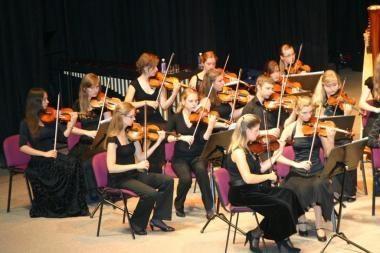 Festivalyje muzikuos gimnazistų simfoninis orkestras