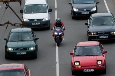 Iš leistiną greitį daugiau nei 40 km/val. viršijusių siūloma atimti teisę vairuoti