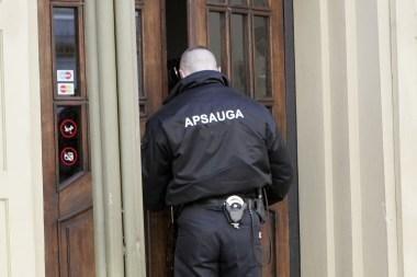 """Baro """"Bamas"""" apsaugininkas neįleido mokesčių inspektoriaus"""